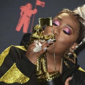 Missy Elliot wins The Video Vangaurd Award at VMA's 2019 and performs career hit songs